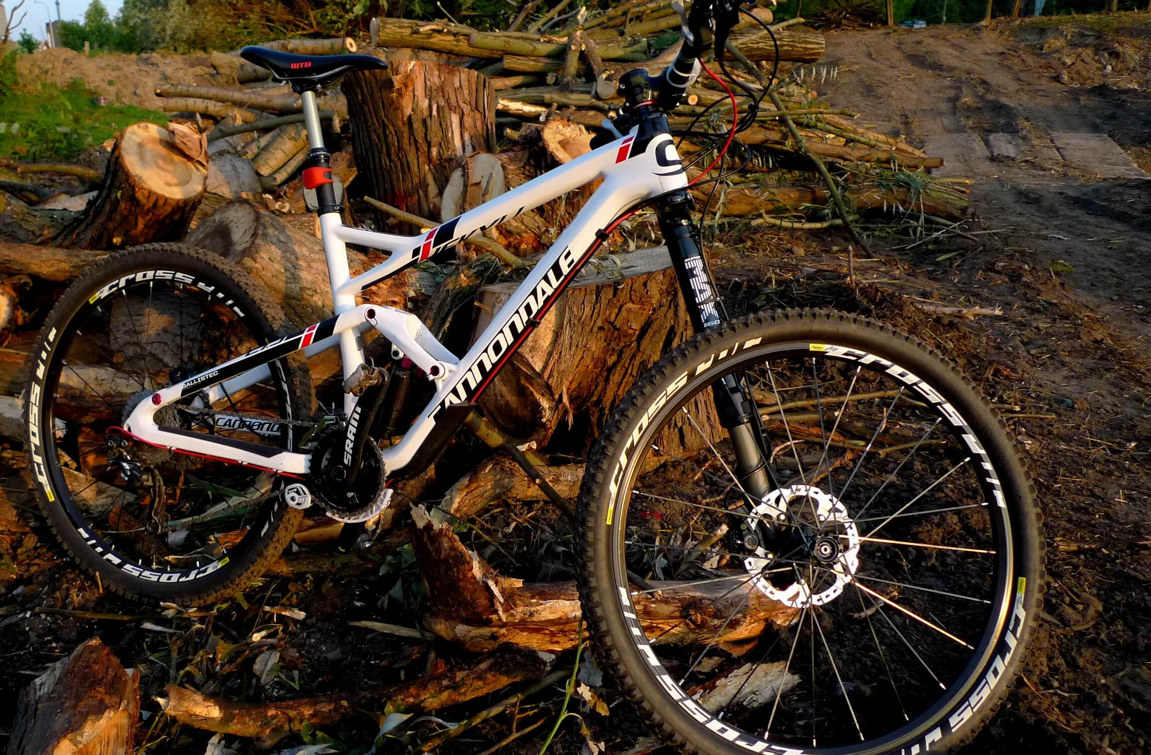 Cannondale Jekyll 27,5 Carbon 2
